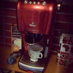 Zrobisz mi kawy? Ale ta kawa sama się robi. No tak. To posiedźmy jeszcze. Ale Ty zmywasz. #kawa #coffee #good #morning #express #cafissimo #tchibo #tchibopolska @tchibo_polska