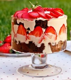 Bocadosdecielo: strawberries and Brownie Trifle Brownie Trifle, Ice Cream Bowl, Dessert Recipes, Desserts, Tea Time, Cheesecake, Strawberry, Pudding, Sweets