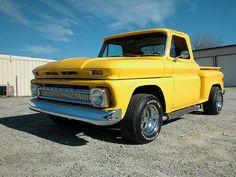 old pickup trucks 1966 Chevy Truck, Chevrolet Trucks, Gmc Trucks, Cool Trucks, Gmc Suv, Classic Pickup Trucks, Old Pickup Trucks, Gmc Pickup, Antique Trucks
