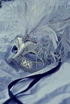 I wish there were still masquerade balls. I think the occasion is beautiful & mysterious