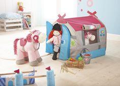 Stajňa Podkova pre šťastie, do ktorej sa vmestia Haba bábiky aj kone. Toddler Toys, Toddler Bed, Lucky Horseshoe, Horse Stables, Toy Chest, Storage Chest, Presents, Furniture, Home Decor