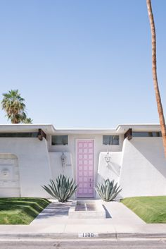 Pink door: http://www.stylemepretty.com/living/2015/05/28/stylish-girls-weekend-getaway-in-palm-springs/ | Photography: Vero Suh - http://verosuh.com/