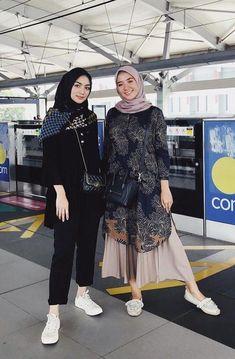 Modest Fashion Hijab, Modern Hijab Fashion, Street Hijab Fashion, Batik Fashion, Casual Hijab Outfit, Hijab Fashion Inspiration, Look Fashion, Casual Outfits, Fashion Outfits