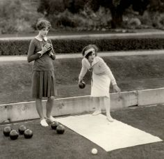 Myrna Loy, lawn bowling with friend Choose your backyard party concept or even coloration, might Golden Age Of Hollywood, Hollywood Stars, Classic Hollywood, Old Hollywood, Myrna Loy, Roaring Twenties, The Twenties, Friends And Company, Dolores Costello