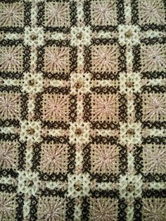Mom Needlepoint, Embroidery Patterns, Needlework, Diy And Crafts, Bohemian Rug, Cross Stitch, Quilts, Blanket, Rugs