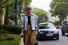 #Tbilisi o tu nuevo destino inspiración de #StreetStyle. Actitud estilismos inspirados en Kurt Cobain y marcas high fashion. Link en bio. Fotografía: @fashionistable #MBFWTbilisi  via VOGUE MEXICO MAGAZINE OFFICIAL INSTAGRAM - Fashion Campaigns  Haute Couture  Advertising  Editorial Photography  Magazine Cover Designs  Supermodels  Runway Models
