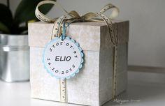 Boite cadeau de naissance pour un petit garçon.