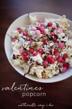 The perfect Valentine's Day treat for a date night or Valentine's Day party. Popcorn drizzled with white and milk chocolate plus festive M&Ms!