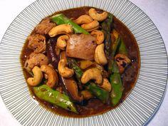 Cashew Asparagus Chicken (腰果蘆筍鷄, Jiu1 Gwo2 Lou4 Seon2 Gai1)