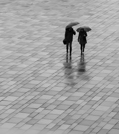 black and white photography. Walking In The Rain, Singing In The Rain, Photography Camera, Street Photography, Arte Black, I Love Rain, Rain Go Away, Rain Days, Rain Umbrella