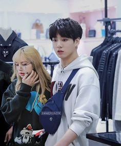 Blackbangtan X Exovelvet Shipper ! Kpop Couples, Cute Couples, Bts Girlfriends, Bts Blackpink, Au Ideas, Bts Meme Faces, Blackpink And Bts, Korean Couple, Blackpink Lisa