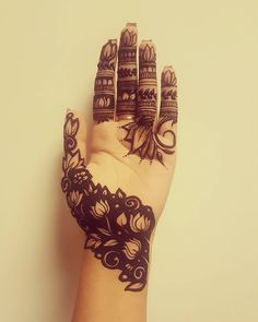 Stylish front Mehndi Design for Hand Front Mehndi Design, Peacock Mehndi Designs, Pretty Henna Designs, Mehndi Designs 2018, Modern Mehndi Designs, Mehndi Designs For Girls, Mehndi Designs For Beginners, Wedding Mehndi Designs, Mehndi Designs For Fingers