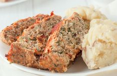 A low-fat meatloaf that's perfect for weeknights. Ww Recipes, Turkey Recipes, Vegetarian Recipes, Cooking Recipes, Healthy Recipes, Healthy Meals, Recipies, Healthy Meatloaf, Meatloaf Recipes