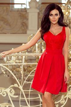 f4b762a7b5 Czerwona sukienka z koronkowym dekoltem i kontrafałdami  czerwonasukienka   koronkowasukienka  dekolt  kontrafałdy