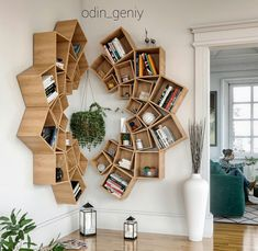 This time we will share interesting book-shelves ideas. Isn't it more awesome if our books are displayed on the book-shelves that decorate the house. Diy Wood Projects, Home Projects, Wood Crafts, Diy Furniture, Furniture Design, Furniture Plans, Creative Bookshelves, Wood Bookshelves, Diy Bookshelf Design