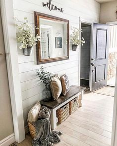 Do you ever feel like you have NO IDEA where to start in decorating your home? - dekorieren Do you ever feel like you have NO IDEA where to start in decorating your home? Decorating Your Home, Diy Home Decor, Foyer Decorating, Rustic Decorating Ideas, Stairway Decorating, Decorating Blogs, Decoration Entree, Rustic Entryway, Entryway Ideas