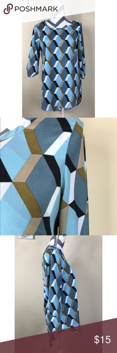 "🆕🌷Fabrik Blue Brown Geometric Hi-lo Blouse Excellent Pre-loved Condition! Fabrik Womens Blue Brown Geometric Print Hi-lo 3/4 Sleeve Blouse   Size: Women's Small Measured laying down flat: 26"" long in front, 31"" long in back, 19"" across bust, 17"" long sleeves Material: 100% Polyester Description: Pullover, light weight, hi-lo style, 3/4 sleeves fab'rik Tops Blouses"