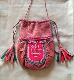 Samisk börs av renskinn och tenntråd. Sami purse.