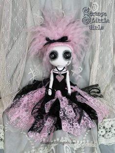 Lela Padlock – Strange Little Girls Zombie Dolls, Voodoo Dolls, Ugly Dolls, Creepy Dolls, Doll Crafts, Art Crafts, Kawaii Plush, Monster Dolls, Gothic Dolls