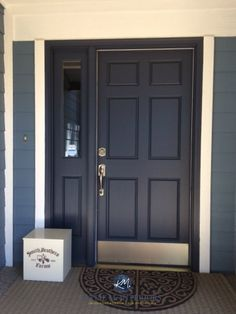 Benjamin Moore Hale Navy painted exterior front door with blue siding and pink toned brick. Kylie M E-design