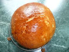 Pekárna program - TĚSTO. Z droždí, sladěnky, mléka a trošky mouky uděláme kvásek. Rozehřejeme máslo a tuk, aby při přidávání k ostatním… Baked Potato, Hamburger, Potatoes, Menu, Bread, Baking, Ethnic Recipes, Food, Pizza