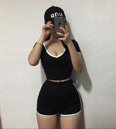 Discover recipes, home ideas, style inspiration and other ideas to try. Curvy Outfits, Fashion Outfits, Woman Outfits, Girl Fashion, Mode Kpop, Ideal Body, Sport Motivation, Girl Body, Body Inspiration