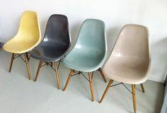 SEDIE: volendo le sedute possono essere tutte vitra classiche, ma colorate, da abbinare ad ambienti cool colori o tutti chiari o scuri.
