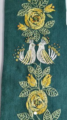 Well done and in very good vintage condition. Embroidered on bottle green linen fabric. Mesures 70 x 15 cm / x Thanks for looking! Hand Embroidery Projects, Embroidery Techniques, Embroidery Stitches, Embroidery Patterns, Machine Embroidery, Embroidery On Kurtis, Kurti Embroidery Design, Floral Embroidery, Swedish Embroidery