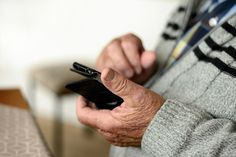 Smartphone Reconditionné, What Is Cell, Cell Phones For Seniors, Cell Phone Plans, Psychology Today, Hospice, How To Plan, Bank Account, Searching