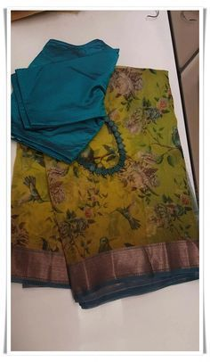 Gorgeous saree blouses design Click the link to learn more about - Cotton Saree Blouse Designs, Saree Blouse Patterns, Fancy Blouse Designs, Sari Blouse, Floral Print Sarees, Saree Floral, Floral Frocks, Pink Saree, Trendy Sarees