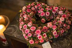 rosenherz Funeral Floral Arrangements, Flower Arrangements, Deco Floral, Floral Design, Flower Decorations, Christmas Decorations, Sympathy Flowers, Funeral Flowers, Wreath Crafts