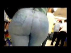 Nalgona en jeans