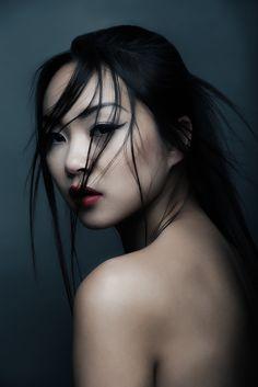 Photographer: Phuoc Bui Hair/Makeup: Nicole Gnoth... - Dark Beauty Magazine