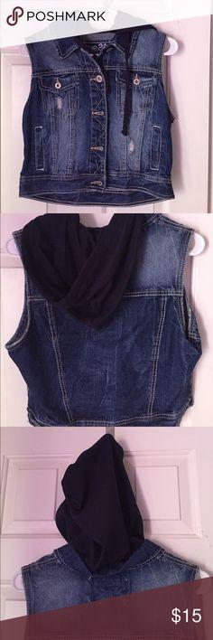 Cute denim jacket! Short sleeved denim jacket from Rue 21! Nice for chilly days Rue 21 Jackets & Coats Jean Jackets