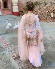 Party Wear Indian Dresses, Pakistani Fashion Party Wear, Designer Party Wear Dresses, Indian Gowns Dresses, Indian Bridal Outfits, Dress Indian Style, Indian Fashion Dresses, Indian Designer Outfits, Beautiful Pakistani Dresses