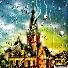 Waagtoren regen storm raam