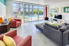 A Donald Wexler-Designed Midcentury Home in Palm Springs Asks $599K - Photo 2 of 11 - Dwell
