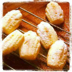 Picture Biscuit Bar, Biscuit Recipe, 21st Bday Cake, Cinnabon Cinnamon Rolls, Food Art For Kids, Meringue, Cake Cookies, Scones, Biscuits