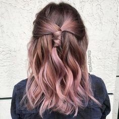 Brown Hair With Pink Highlights, Brown And Pink Hair, Pink Short Hair, Light Brown Hair, Hair Highlights, Light Brunette Hair, Rose Gold Hair Brunette, Short Brunette Hair, Pink Peekaboo Hair