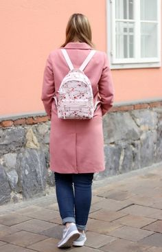 Outfit Blogger Uniform - Rosa Mantel - Nike Sneaker - Kirschblüten Longchamp Rucksack Pastel Pink, Pink Flowers, Mantel, Leather Backpack, Fashion Backpack, Sneakers Nike, Shoe, Outfits, Zapatos