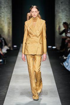 Ermanno Scervino Fall 2020 Ready-to-Wear Fashion Show - Vogue 2020 Fashion Trends, Fashion Week, Milan Fashion, Daily Fashion, Street Fashion, Vogue Paris, Suit Fashion, Fashion Outfits, Womens Fashion