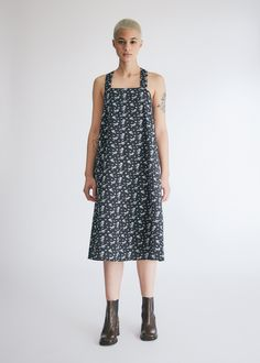 Long shift dress from Engineered garments. Back tie closure with keyhole below. On-seam side pockets. Engineered Garments, Square Necklines, Dress Backs, Black And White, Floral, Model, Size 2, Cotton, Closure
