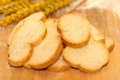 Crostini naturali. Scopri tutte le altre bontà in vendita su: www.demarca.it Snack Recipes, Snacks, Chips, Cookies, Desserts, Food, Snack Mix Recipes, Crack Crackers, Tailgate Desserts