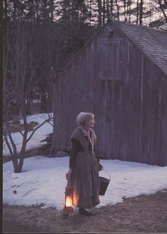The amazing artist Tasha Tudor on her homestead in Vermont ~ Photo by.Richard Brown© She has since passed away. Her illustrations in books were so delicate and lovely. Die Tudors, Foto Art, Country Life, Country Living, Farm Life, Life Is Beautiful, Vermont, Lanterns, In This Moment