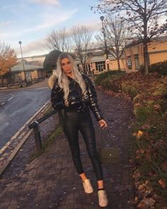 Down Puffer Coat, Down Coat, Moncler, Other Outfits, Jacket Style, Pretty Outfits, Autumn Winter Fashion, Cool Girl, Leather Pants