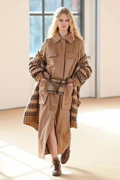Max Mara, Fashion Show Collection, Winter Collection, Milano Fashion Week, Power Dressing, Vogue Russia, Young Fashion, Long Sweaters, Fashion News