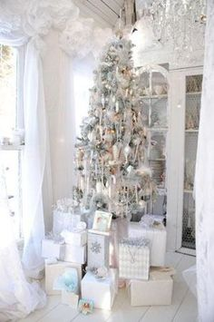 Totally white Christmas..LOVE IT!!!!  I adore white and this one is so undeniably French Country also my favorite style. Winning combination <3 <3 <3