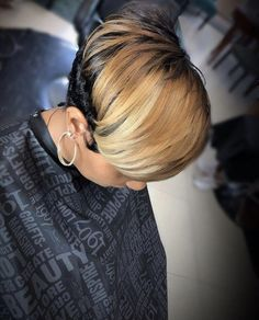 Hello here are some lovely and classy hairstyles for the ladies. Every lady needs to look good in her hair so you can choose from these ones and see how beautiful you will look. Messy Short Hair, Short Hair Cuts, Short Hair Styles, Pixie Styles, Classy Hairstyles, Cute Hairstyles For Short Hair, Black Hairstyles, 4b Hairstyles, Gorgeous Hairstyles