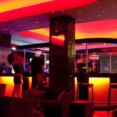 Luxurious Cocktail Bar at Home | Home Decor | Cocktail Bar Interior - DesignerzCentral #designersliving #lifestyle