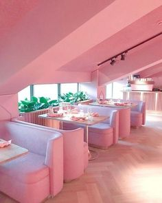 Mama Kelly Restaurant in Amsterdam. An all pink restaurant! Design Hotel Paris, Tout Rose, Deco Rose, Pink Houses, Everything Pink, Design Furniture, Pink Furniture, Pink Walls, Home Design